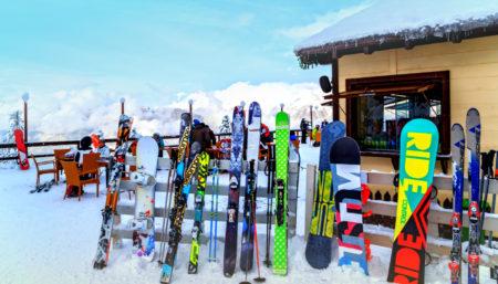 È la stagione degli sci: sai come scegliere il modello giusto?
