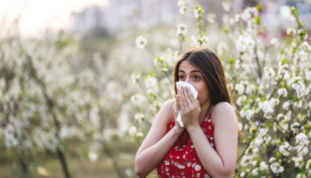 Allergia stagionale, pollini e alimentazione: ecco i cibi giusti che possono aiutare
